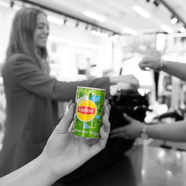 Lipton Ice Tea Green bei Vero Moda und Sneakershops